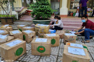 """CĐV trường THPT Chu Văn An ủng hộ """"Vì Miền Nam ruột thịt"""" đang bị ảnh hưởng bởi đại dịch Covid-19 đợt thứ 4."""