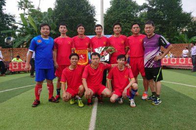 Đội tuyển bóng đá Nam (giáo viên) của trường đạt Giải Ba, tranh cúp Nơ Trang Long lần II